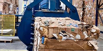 Reciclaje de desperdicios de papel y cartón